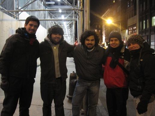 Acá estamos con los chilenos que encontramos. Salen 5 personas, pero usted puede ver sólo 2 VERDADEROS ingenieros en esta foto… los otros 3 aún no se han titulado