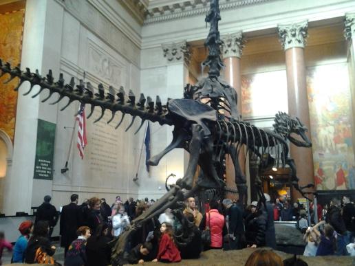 Los primeros dinosaurios que uno ve en la entrada