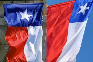 Las dos banderas (esta foto la saque de univison.com)