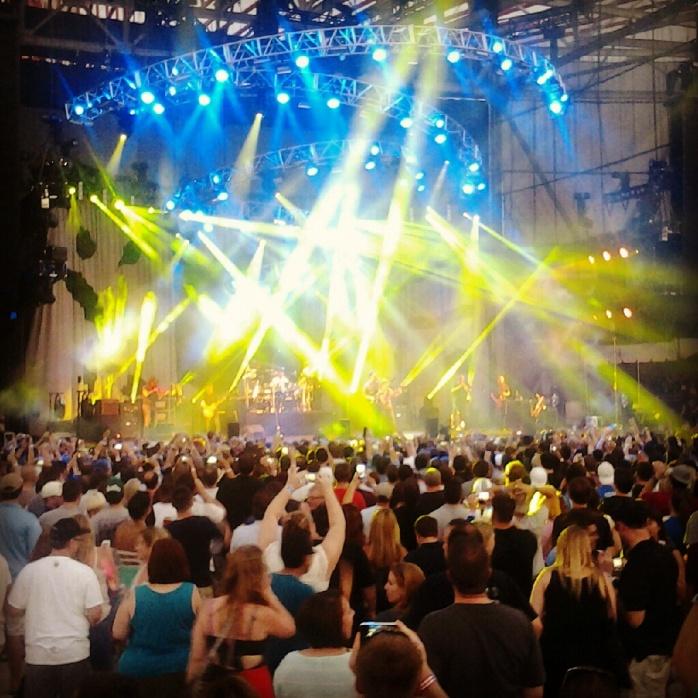 El concierto! (entre todas esas luces está la DMB)